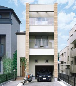 都市の快適さをデザインした三階建